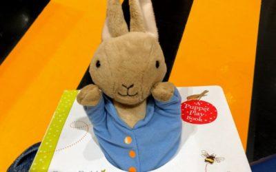 Peter Rabbit: Let's Cuddle|0〜3歳頃まで楽しめるパペット付き英語絵本